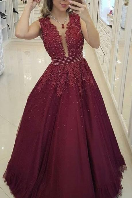 Plunging V Neck Prom Dress Tulle Burgundy Evening Gown With Beaded Lace Appliques Bodice